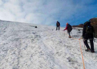 Ruta de solo dos días para ascender hasta la cima a 5.000 m. Un viaje para los mas valientes y experimentados que buscan traspasar sus propios limites